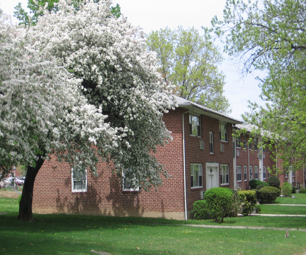 Crestwood Lake Apartments - Yonkers, NY | Apartment Finder